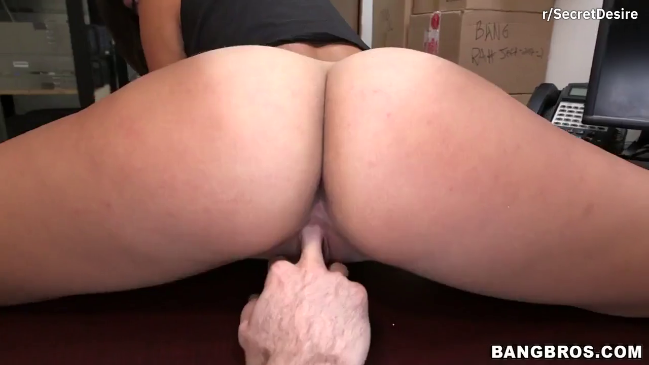 Big booty black girl shows how to twerk on a dick