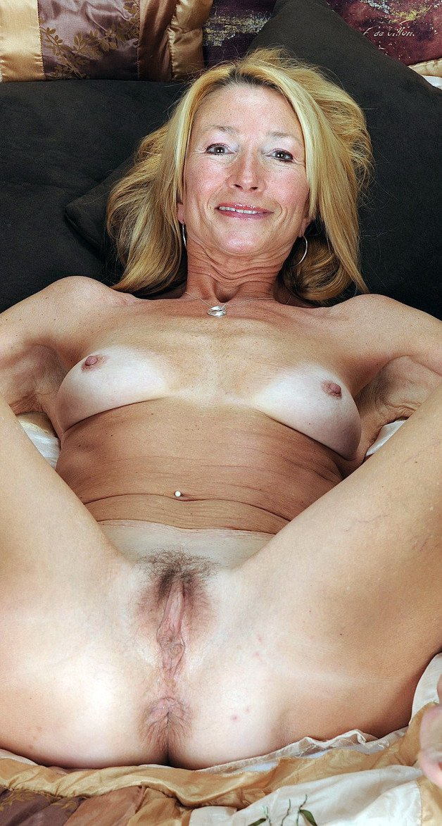 -  LinkMedia in topic Spreading Milfs &Matures by spreading-beauties