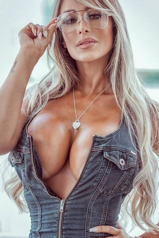 #woman #milf #jeans #blonde #BecauseBoobs-  Post by secretsoforange