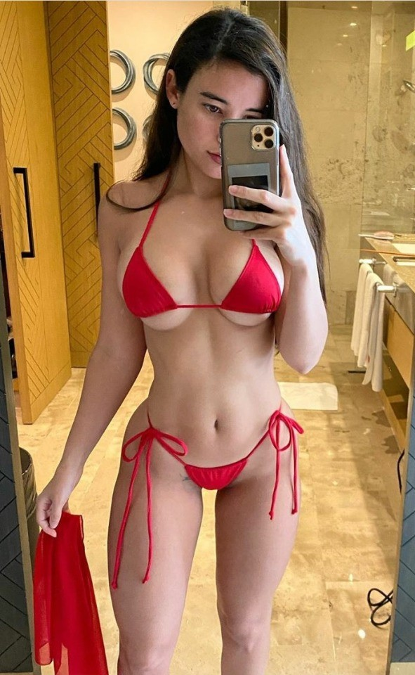 Post in topic Female +camera + mirror = sexy selfie by UK Simes