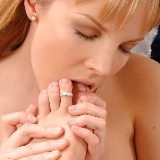 Girls Who Like Girls Who Like Feet