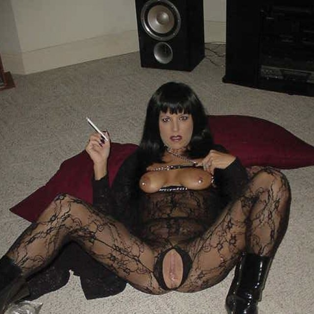 hot and sexy 120s smoking women