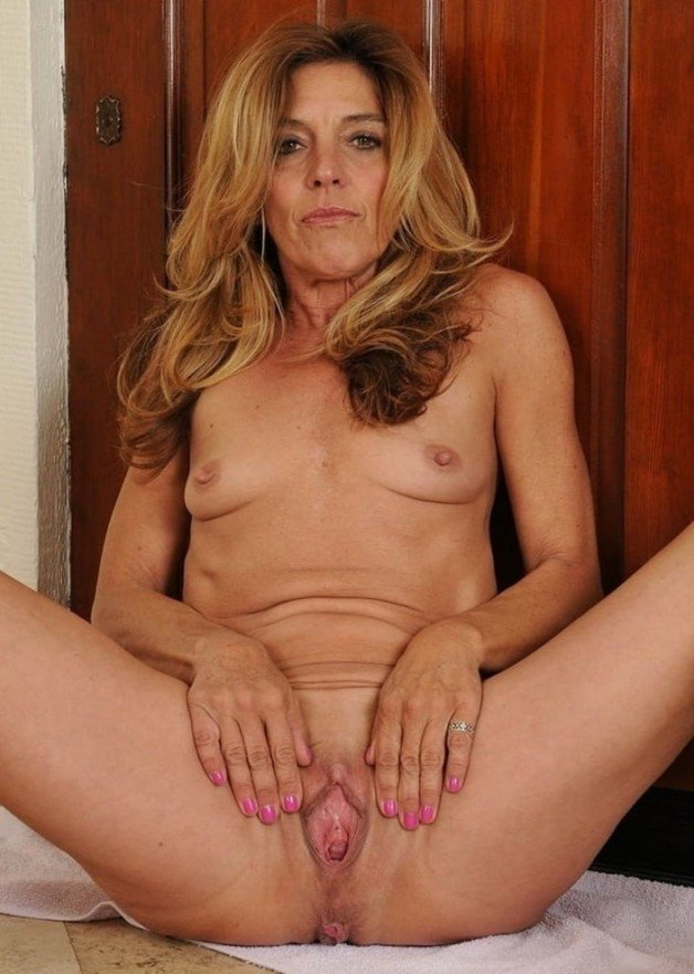 spreading her lovely pussy...-  Photo in topic MILFS by potvora13