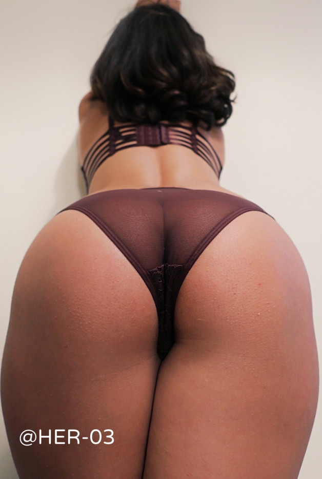 🍑 #london #sexy #lingerie #wife #ass #topless #couple #uk...