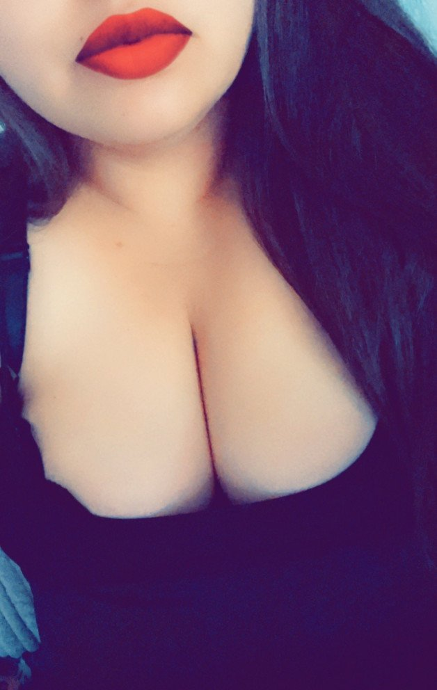 sexy lips and tits-  Post in topic Erotica and sensual turn on's by WalnutTickler