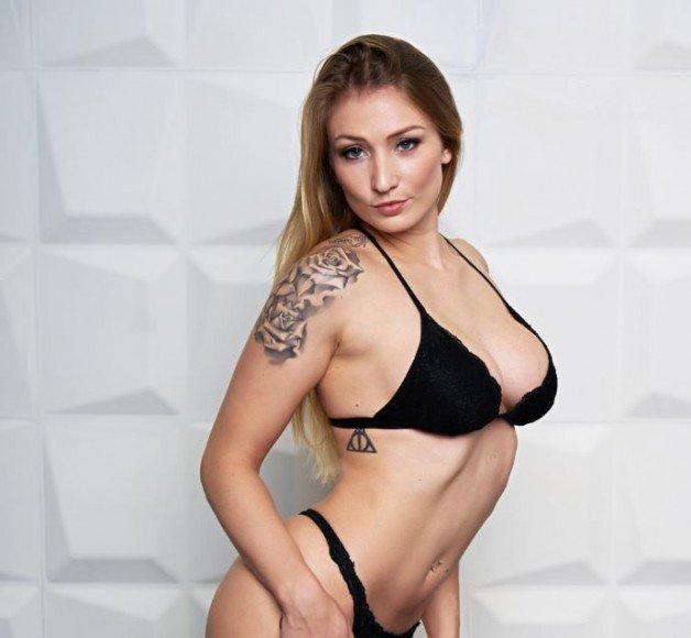 #mondayvibes with the SEXY #FionaFuchs!  #mdh #mydirtyhobby...