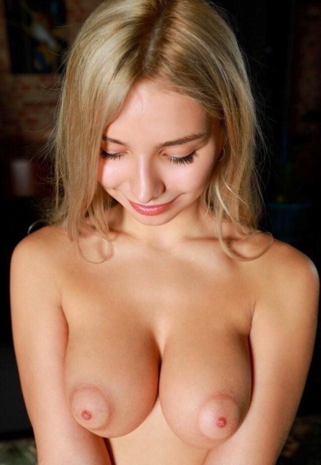 Candice Lauren Blonde Puffy Nipples 1