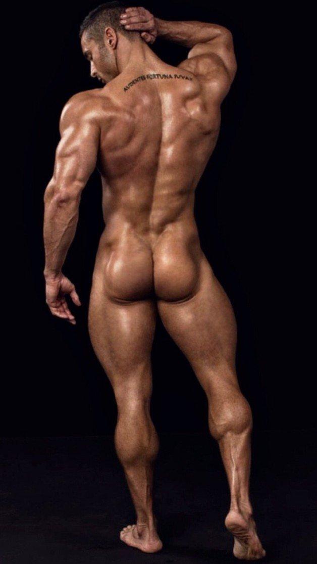 Black bodybuilder zeus has a bubble butt