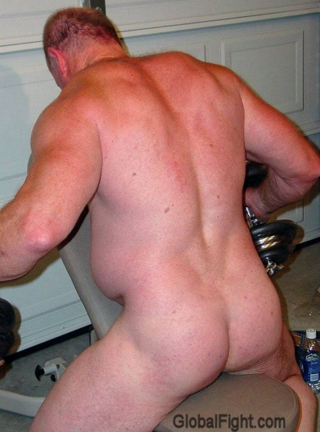 Silverdaddy Muscleman in Gym VIEW HIS ARCHIVE POSTS and...