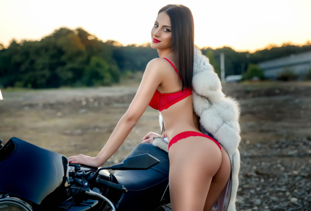 Hottest girl with great body is online now!...