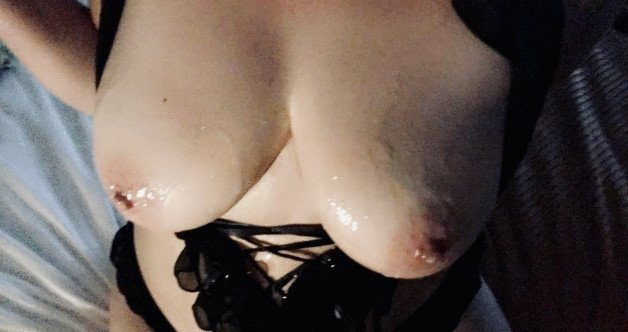 Post in topic amateur wives and gfs only by BadWife