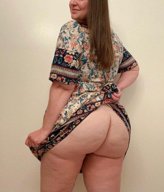 I love the simple slutty feeling of not wearing panties....