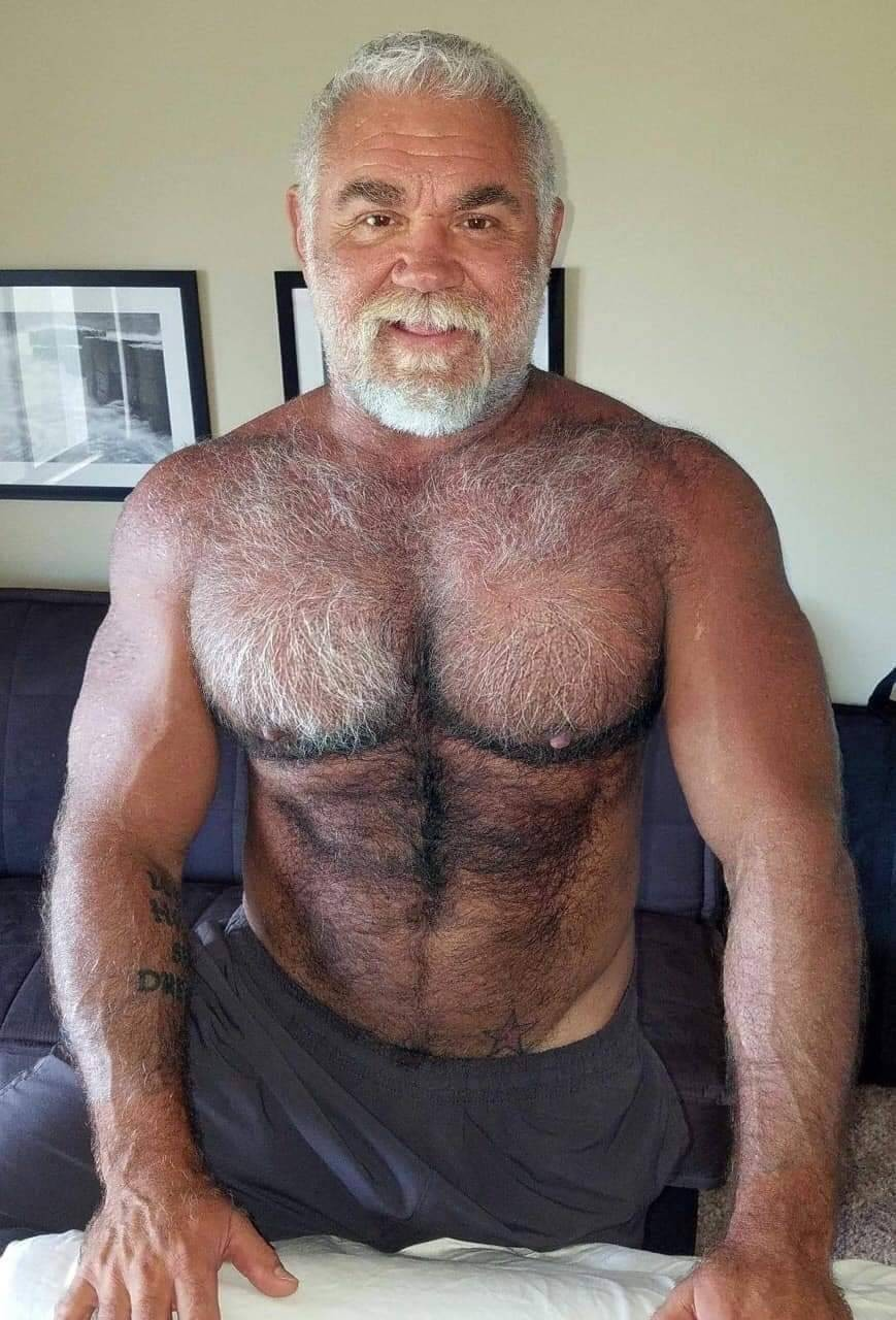 Naked Mature Hairy Daddy Men