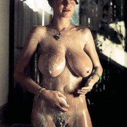 Roberta Pedon gets in a lather.    #RobertaPedon #bigtits...
