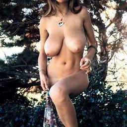 #RobertaPedon #bigtits #busty #stacked #topheavy #curvy...