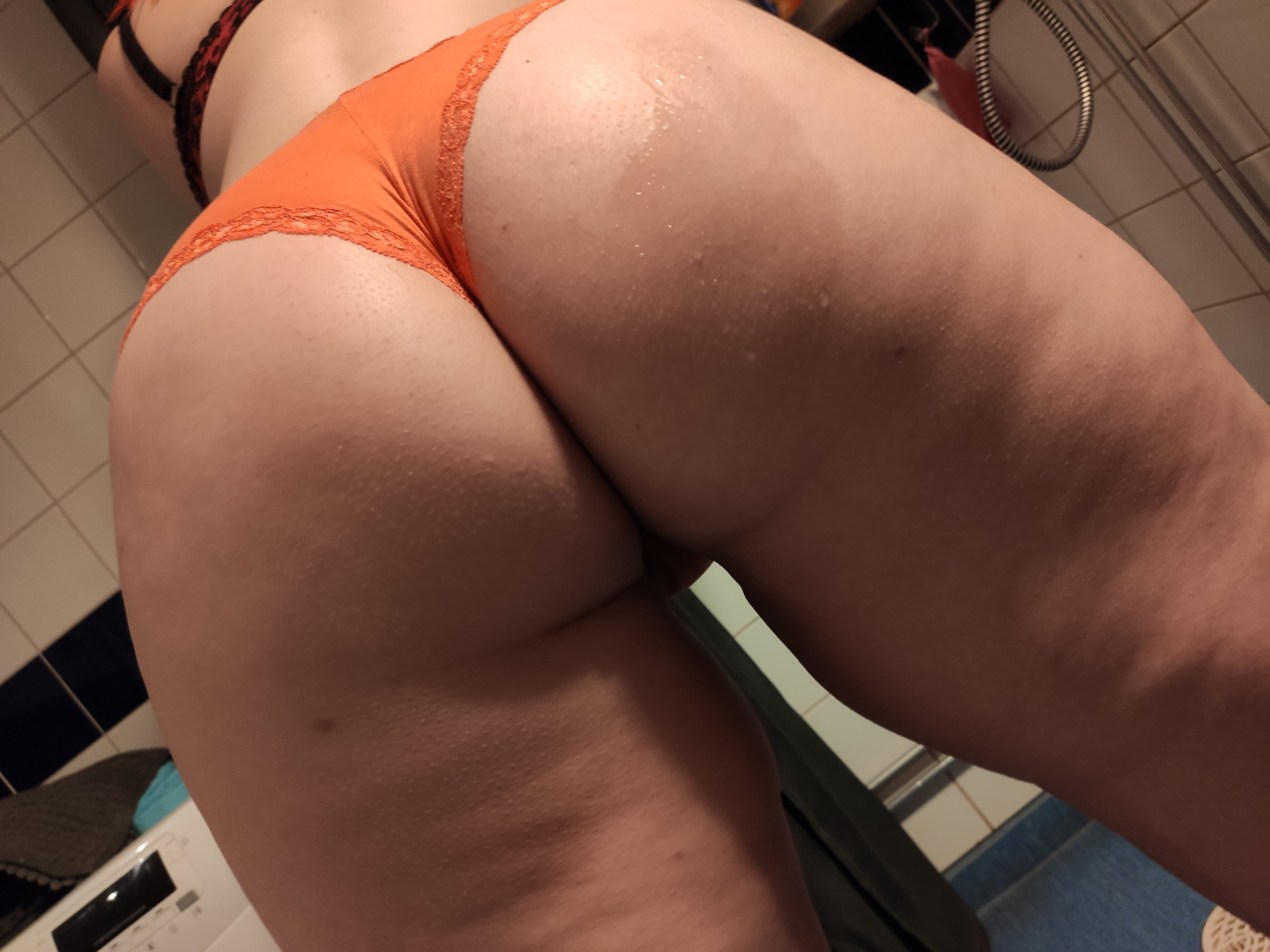 Hey Dreamiz just posted a new video come watch this hot babe...