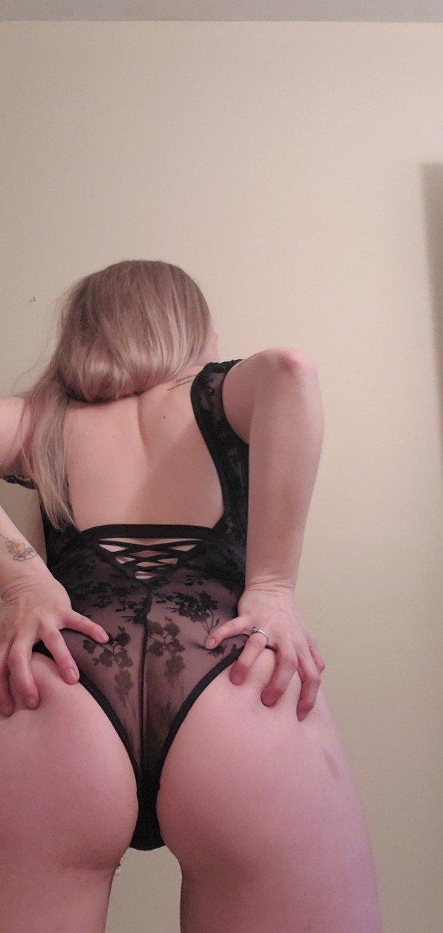 https://tapmybio.com/miri_ella421-  Photo in topic Ass by miri_ella