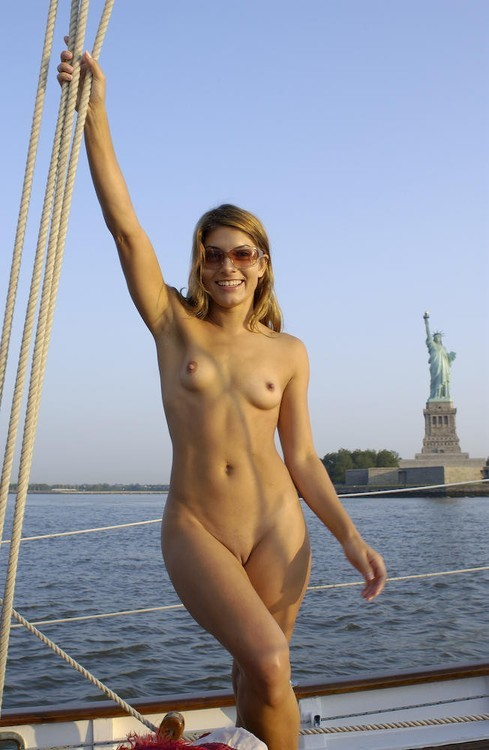 """""""I love New York!!!""""  #smile #publicnudity #nicetits Photo in topic Naked in public by nudes-des-artiste"""