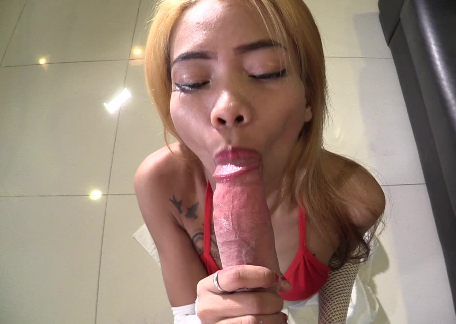 Skinny Thai girl gets drilled