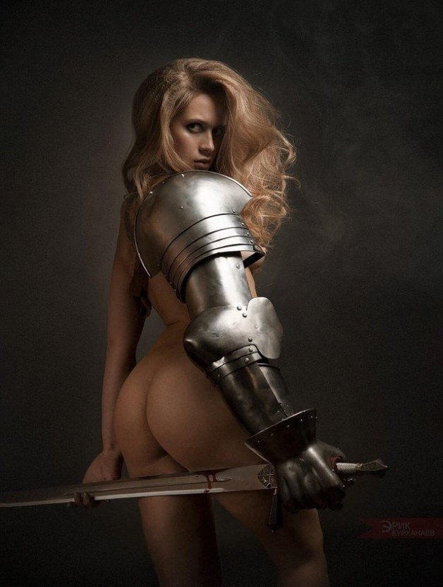 #WarriorWoman #Glamour #Armour #Sword-  Post in topic Glamour by JBT Feminine