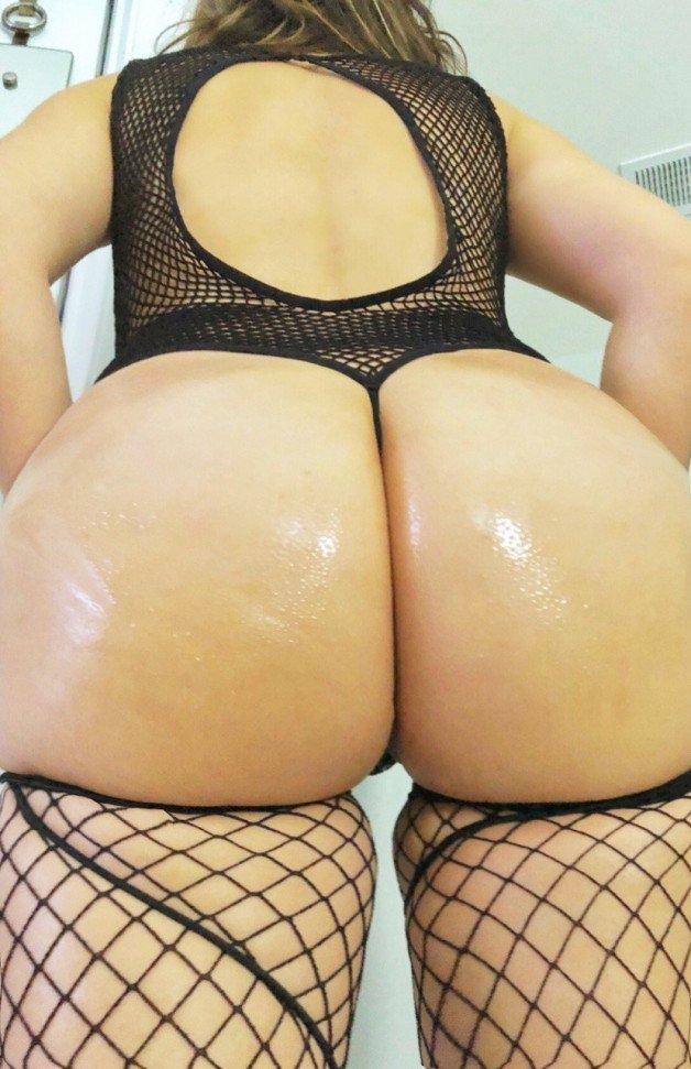 My tongue sliding between those cheeks... #datass #ass...