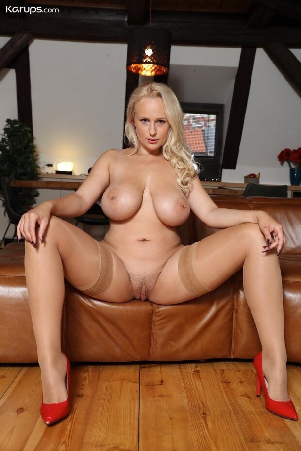 When she spreads for you... #curvy #thick #blonde #thicklegs...