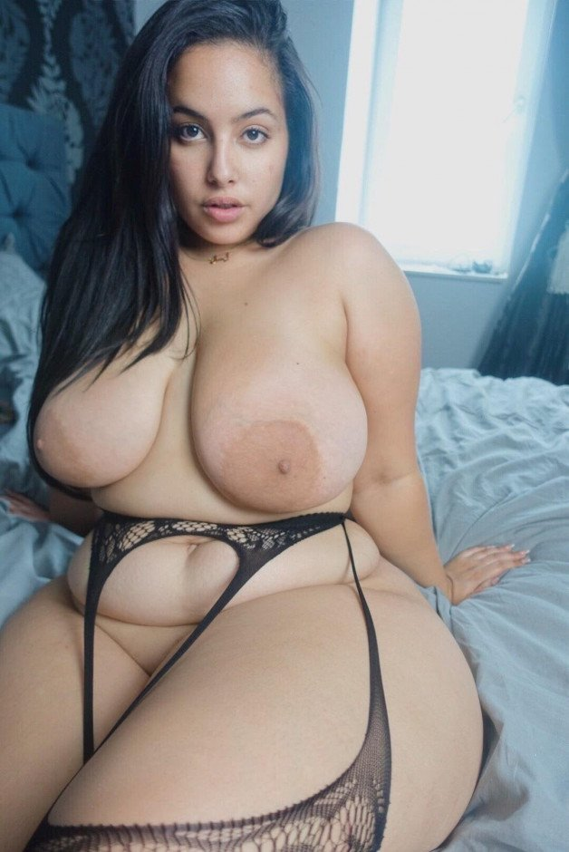 Our new crush...:x wish we could take her home #thick #curvy...